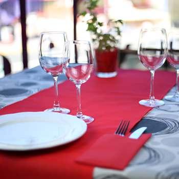 Manteles de papel de colores variados fabricados por la empresa muropapel