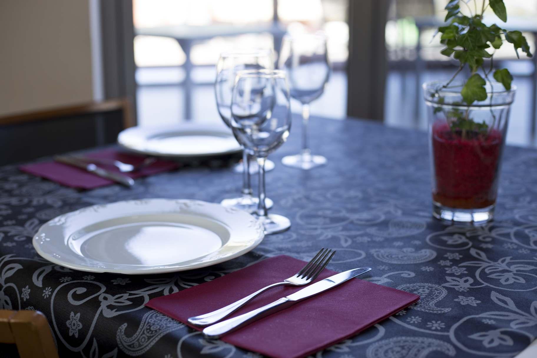 Manteles de papel para mesa suministros industriales for Manteles de papel para fiestas