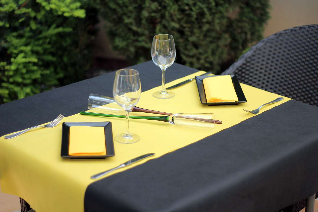 Mantel de papel vs manteles de tela descubre el mejor - Mantel para mesa exterior ...