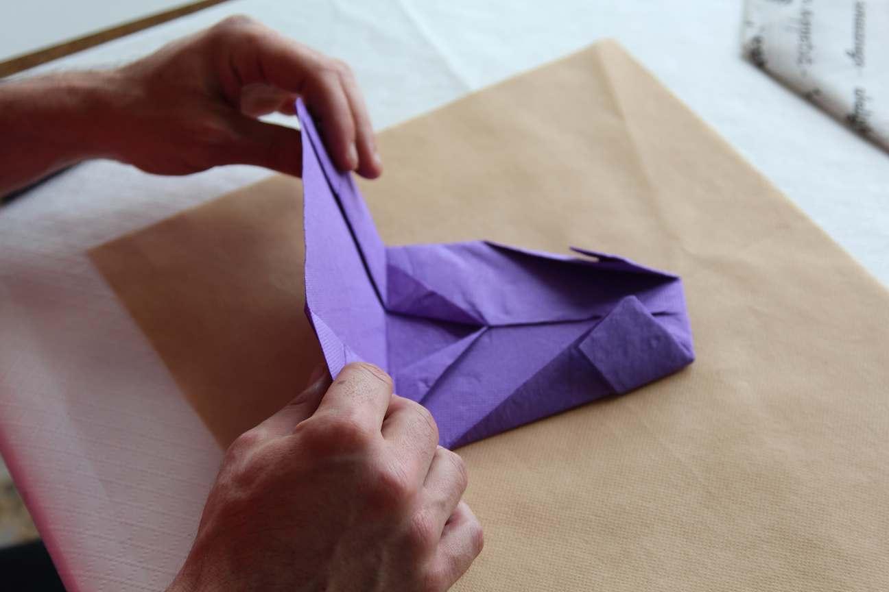 Como doblar servilletas de papel manualidades con servilletas - Tapizado de sillas paso a paso ...