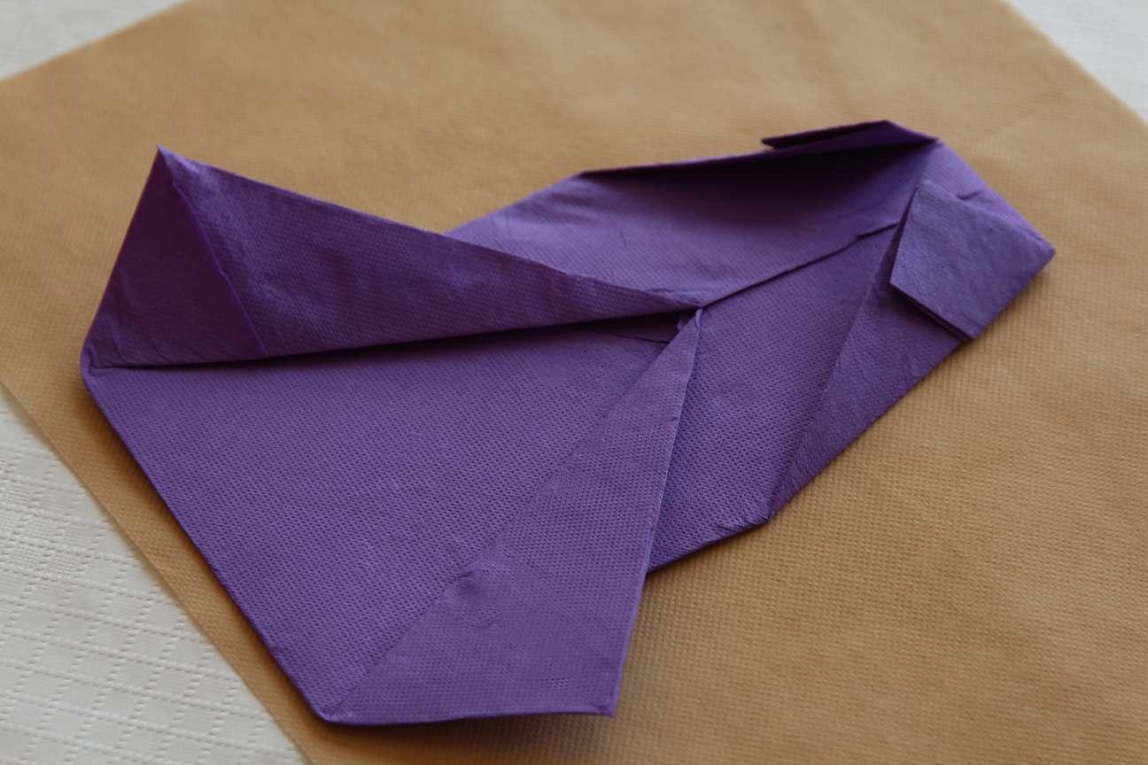 Doblar servilletas de papel paso 6