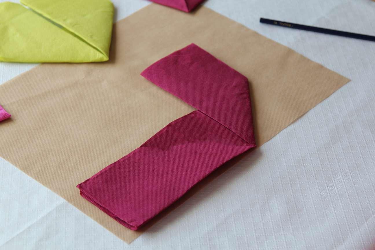 Doblar un corazon con servilletas de papel