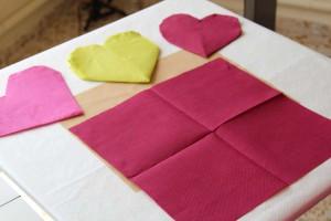 corazones con servilletas de papel