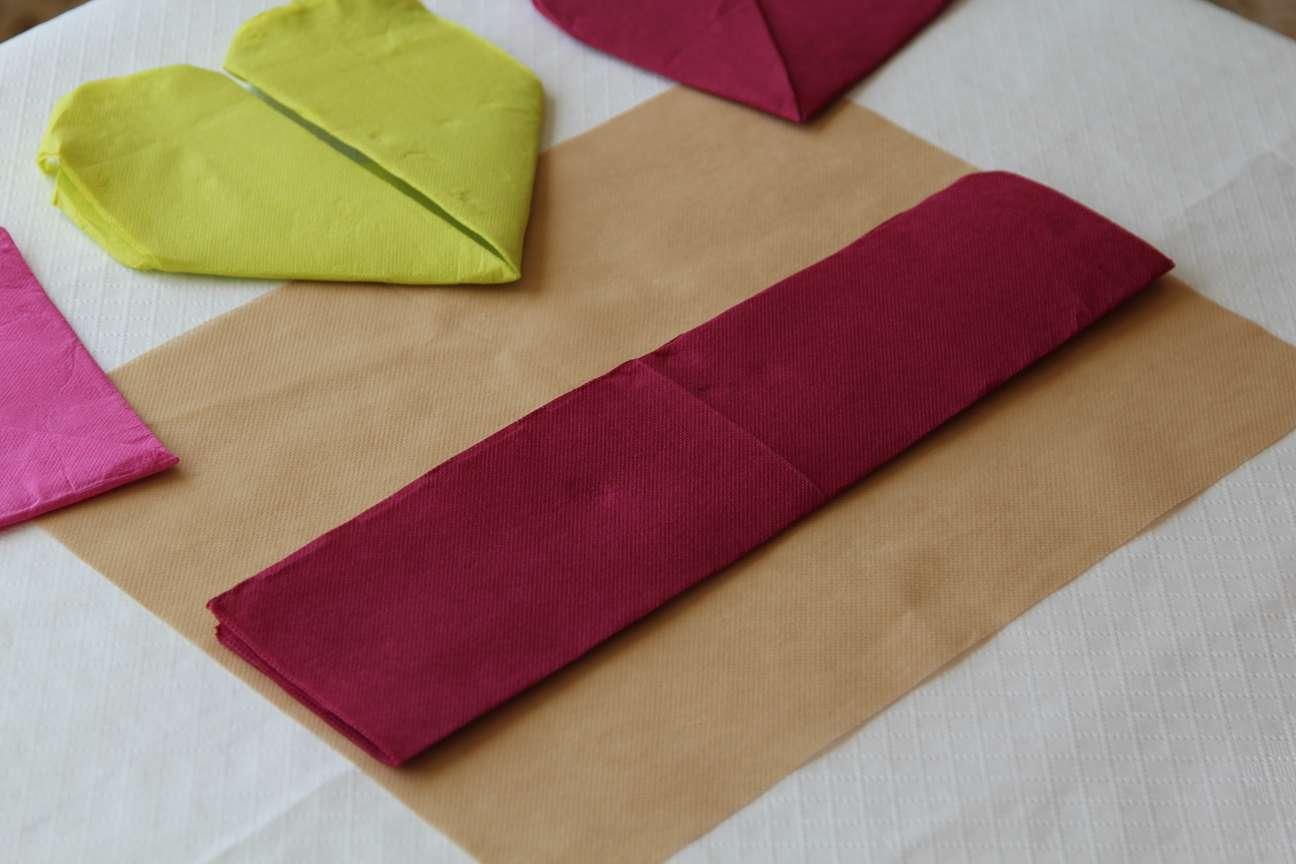 corazones con servilletas de papel paso 4