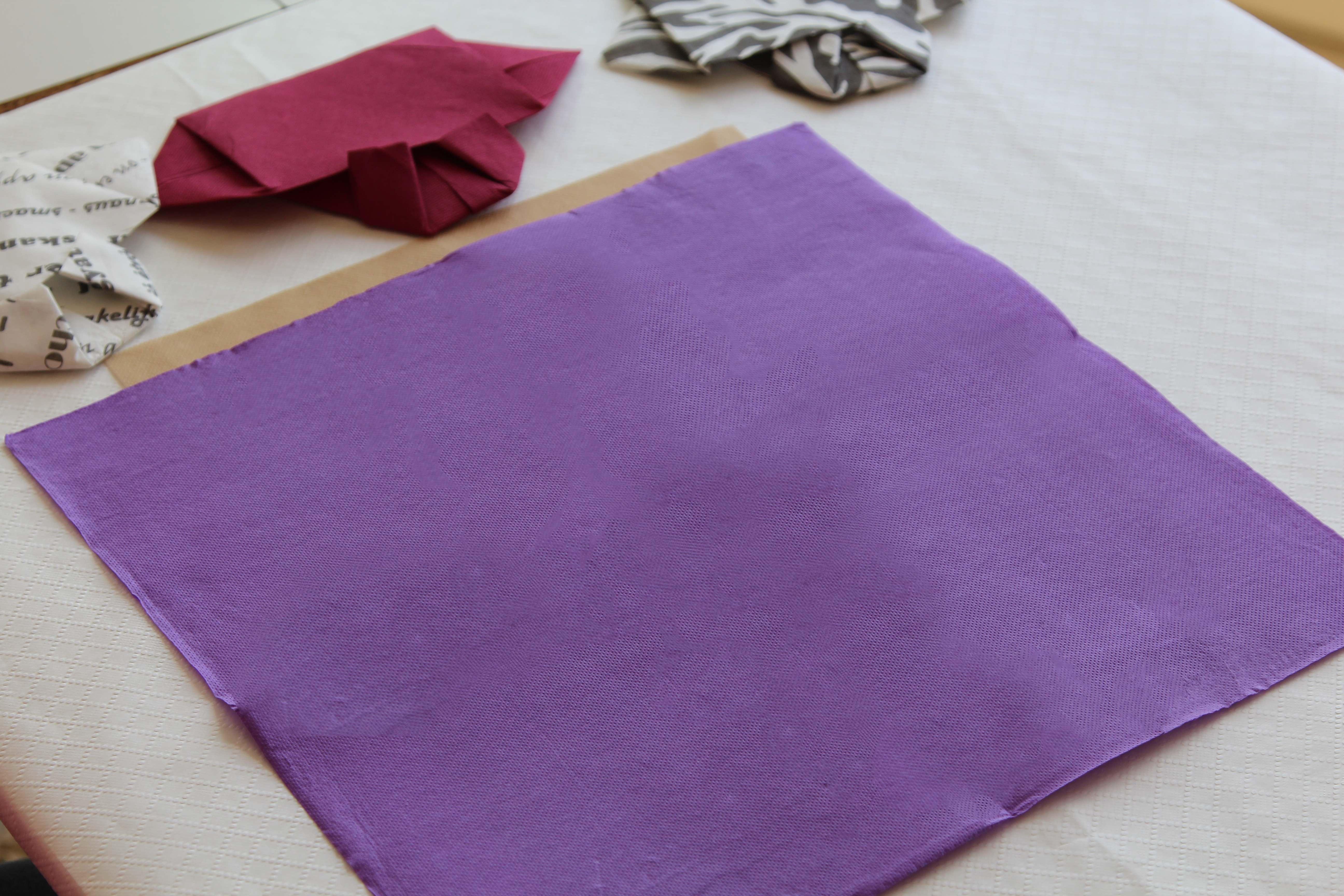 servilleta desplegada doblar servilletas de papel paso1