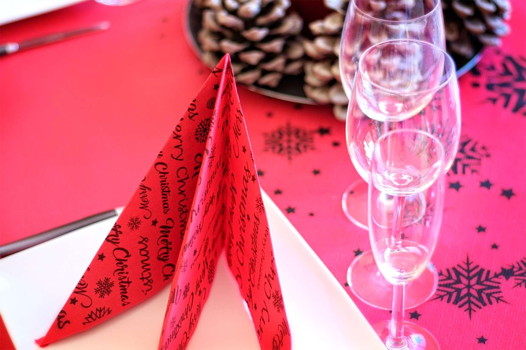 Como decorar tu mesa en Navidad con Manteles de papel 3
