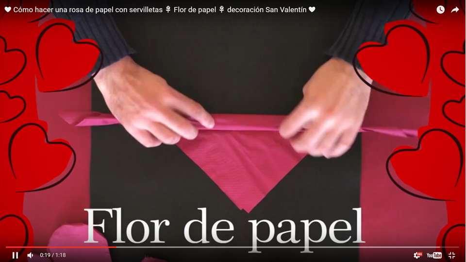 Como hacer una rosa de papel con servilletas paso 2